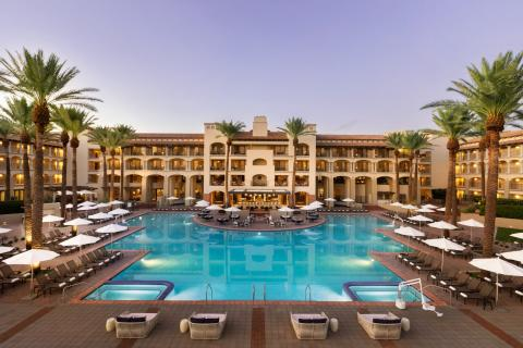 Take a Look at the 7 Biggest Hotel Pools in America